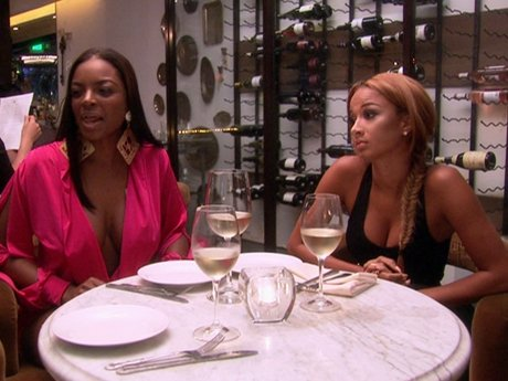 Draya, Brooke, and Gloria catch up over dinner.