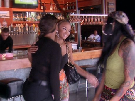 Draya, Bambi, and Jackie catch up, and the girls hear Draya's true opinion of Laura.