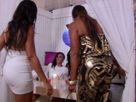 Jackie doesn't realize Draya's party is a white party and clashes with the rest of the guests.