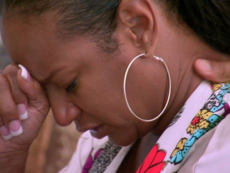Jackie tells her children about her mother's deteriorating health and gets emotional.