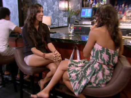 It's Basketball Wives Miami vs. Basketball Wives LA! Suzie's in town and grabs a drink with Gloria.