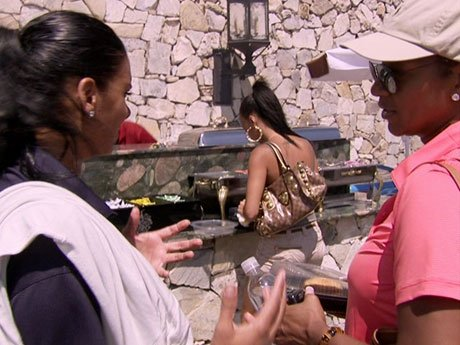 Well this is awkward. Laura says she doesn't like Draya right behind her back!