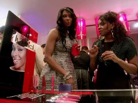 Jennifer shows Kenya her Lucid line.