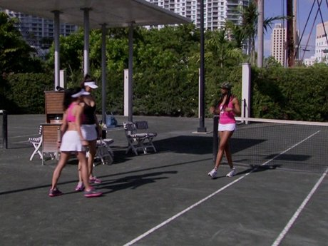 Suzie, Kesha, and Jen play tennis - love all!