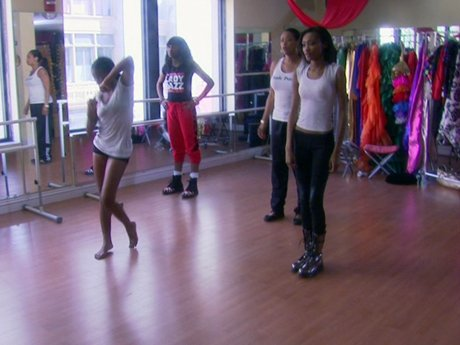 Royce leads a dance class for Tami's kids!