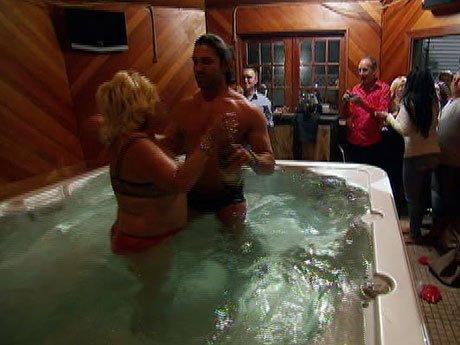 Hot tub time machine? Frankie and Sandy have a splash.