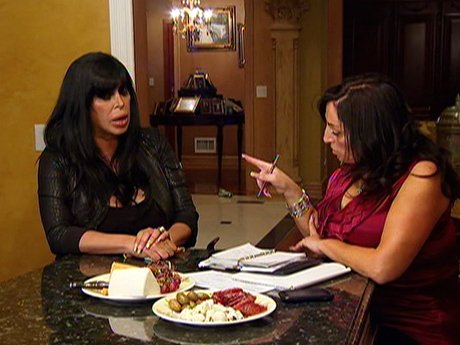 Big Ang's younger sister plays makes sure big Ang is organized.