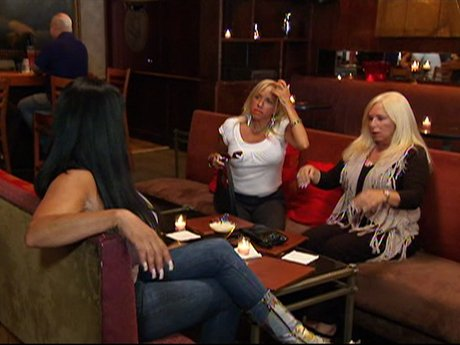 Big Ang and the girls go out for drinks.