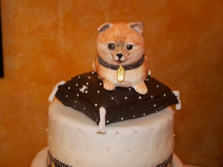 Louie adorned the celebratory cake at the party [Photo: VH1]