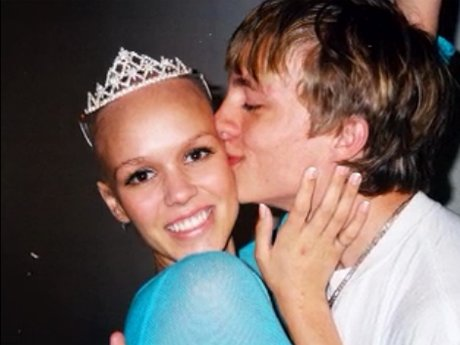 Sara Elizabeth was crowned Homecoming Queen while she was fighting cancer.