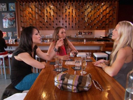 Jessica reveals to the women about Jose's new move.
