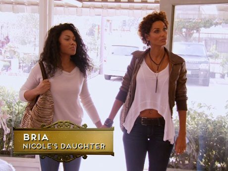 Nicole helps Bria find furniture for her new apartment.
