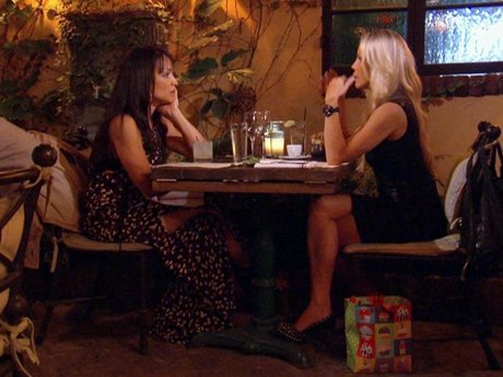 Jessica gives Mayte advice about being a single mother.