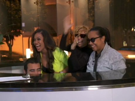 The girls decide to surprise Kelly at the recording studio where she was working. Surprise!