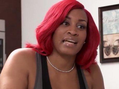 Rashidah offers Tahiry some advice on her relationship with Joe.