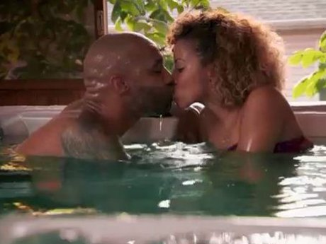 Joe and Kaylin have an intimate moment in the hot tub.