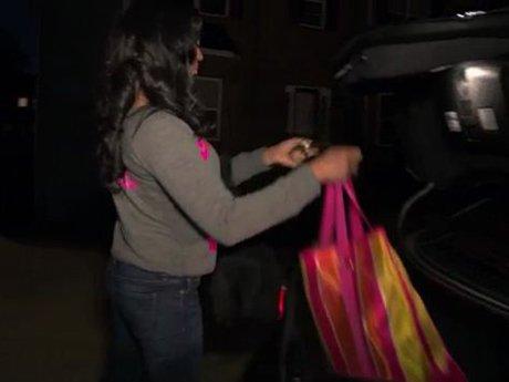 Mimi packs her car.