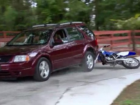Rasheeda's mom runs over Kirk's bike