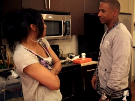 Stevie tries to talk to Mimi about the issues with Joseline.