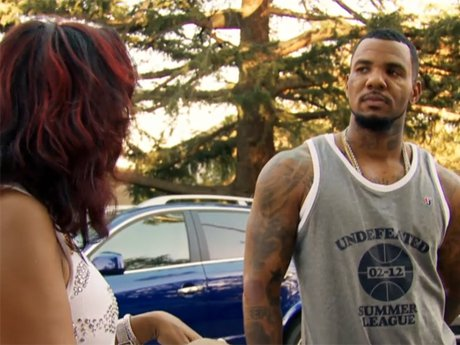 Tiffney's friends try to get Jayceon to attend the engagement party.