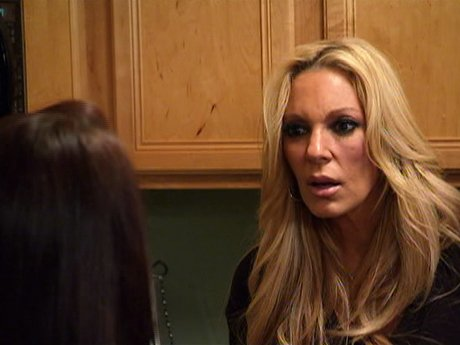 Renee and her daughter get into a fight.