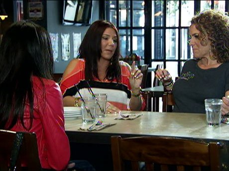 Christina convinces Leah to to go lunch with Nora to understand the situation fully.