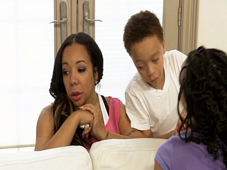 Tiny tries to motivate the kids to clean the house to show T.I. they can be responsible.