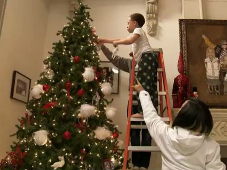 The Harris family decorates the Christmas tree!