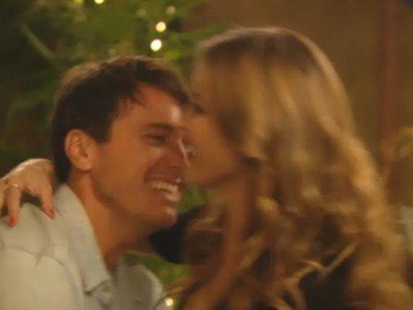Corey surprises Audrina with a visit.