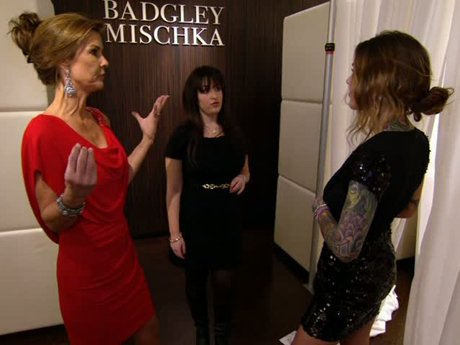 Lynn and Casey don't see eye-to-eye on the revealing dress that Casey wants to wear