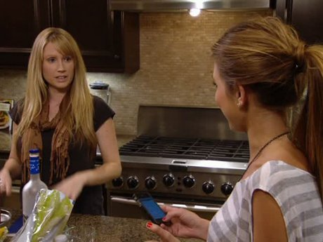 Audrina's assistant, Michelle, gives the bad news that she is moving back to New York.
