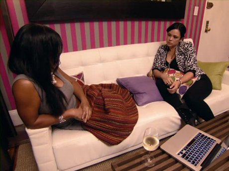 Meanwhile, Emily talks to Mashonda about rumors that Fab got Amber Rose pregnant.