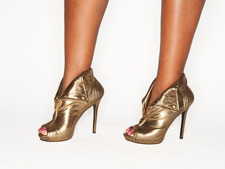 Her gold shoes shine!