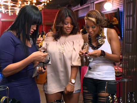Look at Yandy's jewelry! But are these as good as Malaysia's on Basketball Wives?