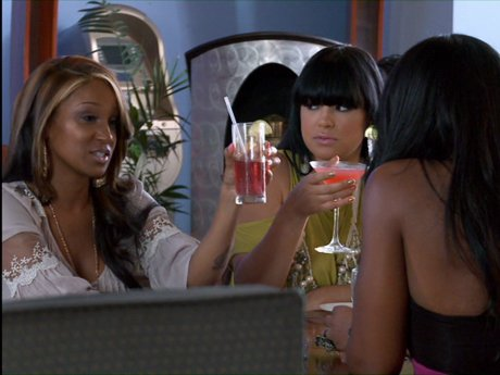 Yandy gets the girls together to discuss the fight.