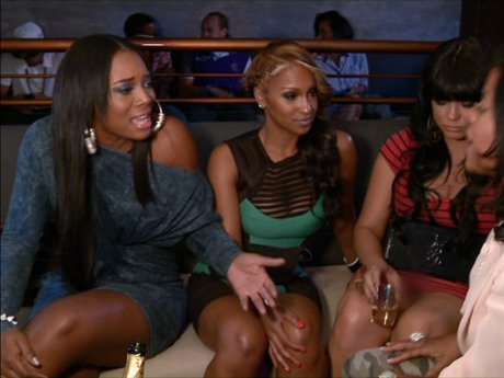 The girls cheer on Somaya. Even Olivia!