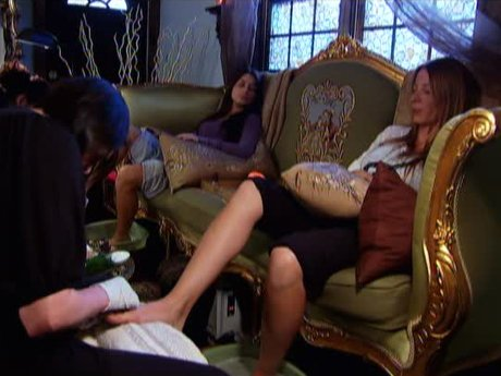 Drita and her cousin get pedicures and vent about their husbands.