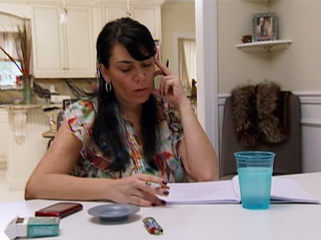 Renee decides to hold off on the punches and express her emotions through a letter to Carla. Well done!