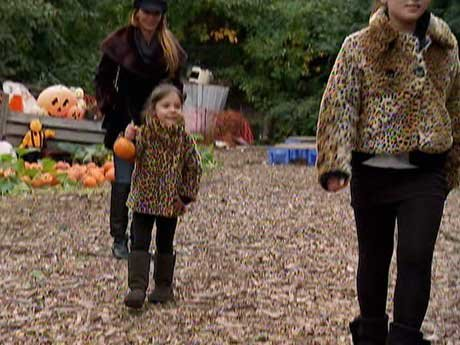 Drita takes her daughters to the pumpkin patch!