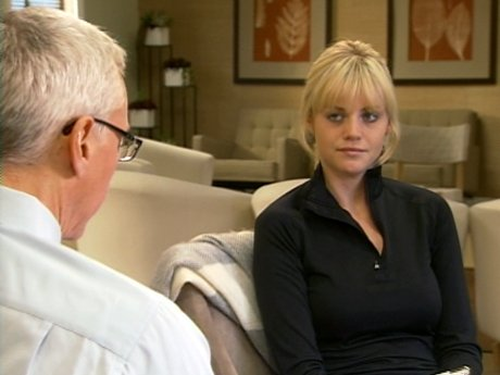Dr. Drew meets with Erika to discuss her relationship with her boyfriend.