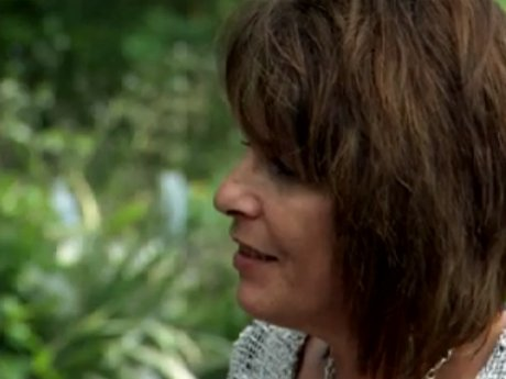 Deanna's mother apologizes to Deanna about her harsh words.