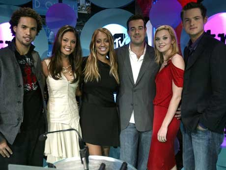 (L-R) MTV VJ's Quddus, Vanessa Minnillo, Lala, Carson Daly, Hilarie Burton and Damien Fahey pose pose for a photo onstage at the 2nd Annual TRL Awards at MTV Times Square Studios April 13, 2004 in New York City. The TRL Awards celebrate the most exciting