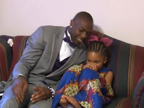 T.O. bonds with Tony and Inez's daughter.