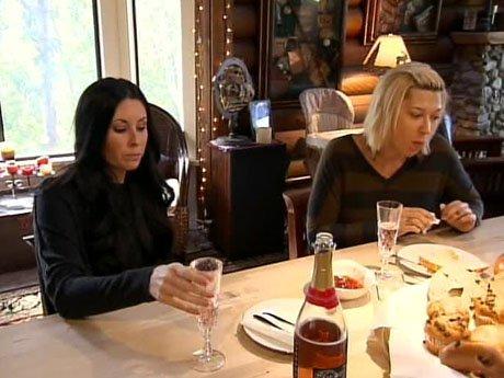Nicole has Denise and Susie over