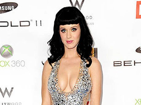 2010: Katy's shimmery, curve-hugging number wonderfully accents her perfect Snow White complexion. Of course the plunging neckline gives us the old razzle dazzle, but it somehow gets away with not being too showy. Perhaps the hundreds of shiny stones dist