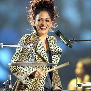 Sheila E. sings a hit from the '80s. credit: John Shearer/vh1.com