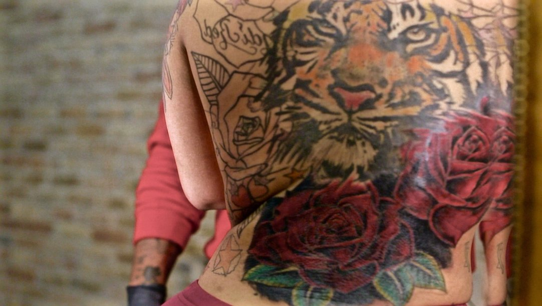 4fabc498c Tiger Cover-Up Tattoo - Black Ink Crew Chicago (Video Clip) | VH1