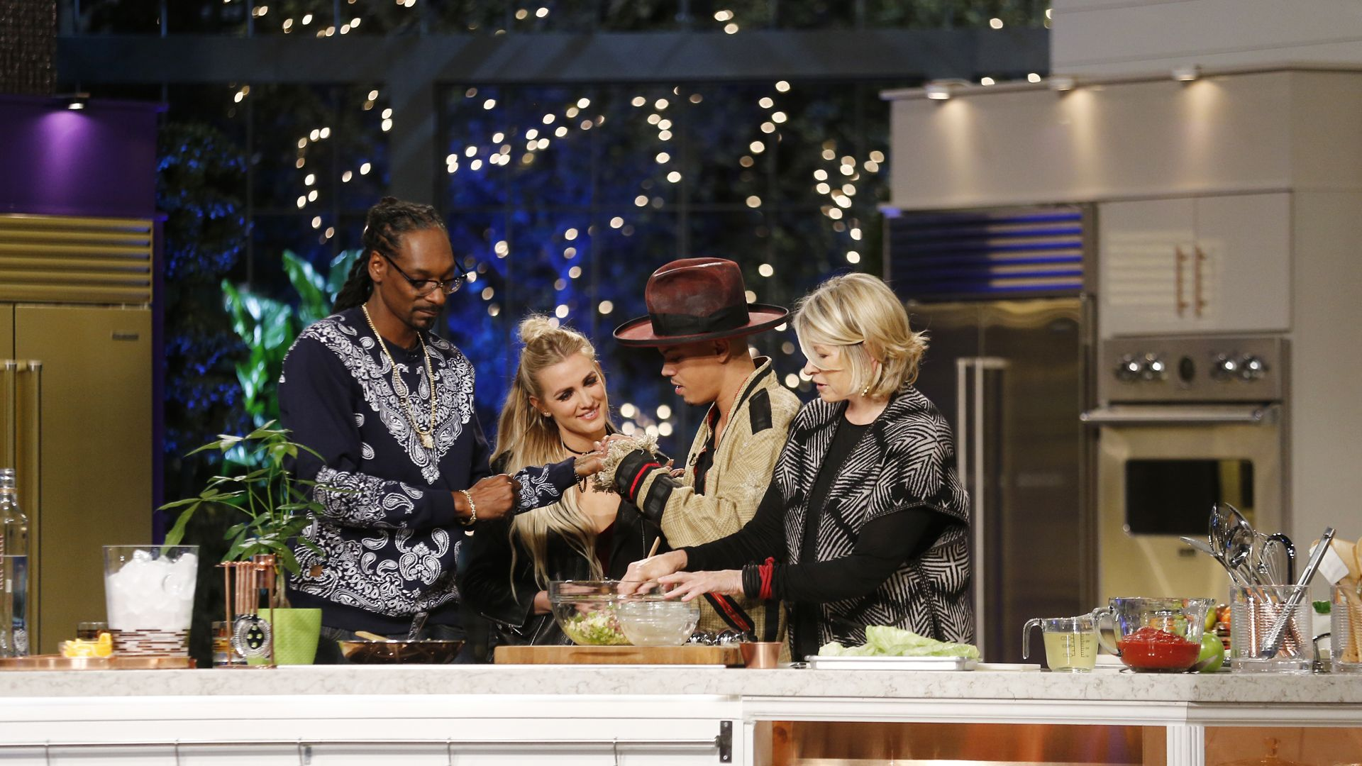 Martha & Snoop's Potluck Dinner Party - Season 1, Ep. 9 ...