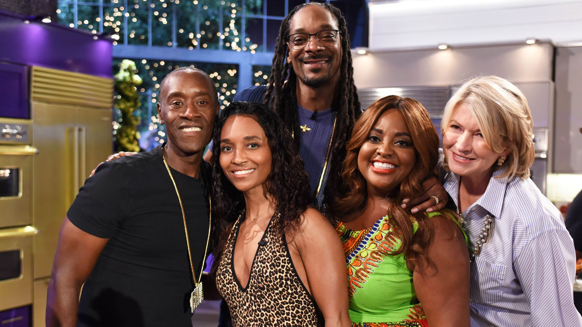 Martha & Snoop's Potluck Party Challenge - Spicing It Up | VH1