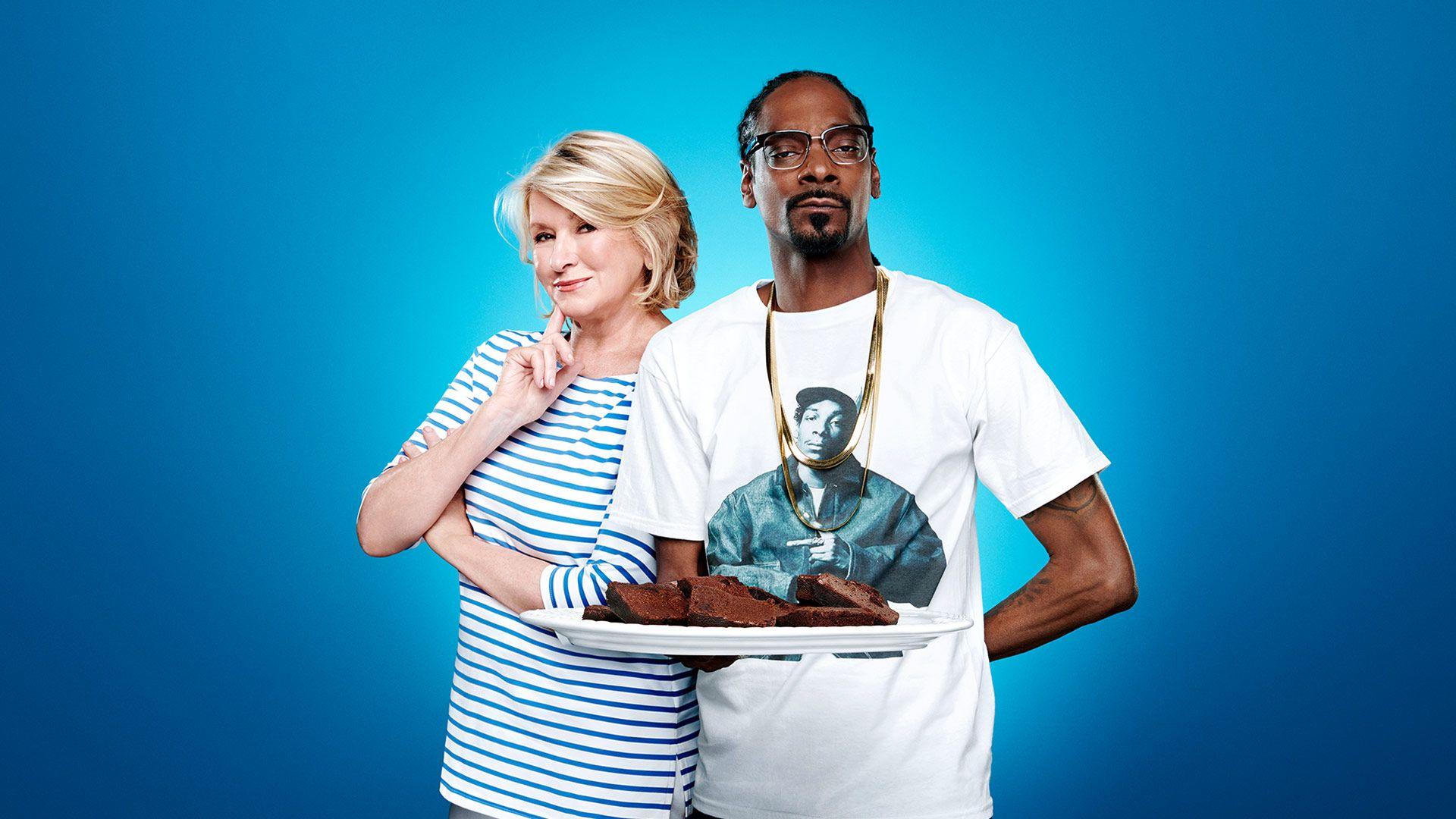 Martha Stewart Practices Writing Pizza Porn - Martha & Snoop's Potluck Party Challenge (Video Clip) | VH1